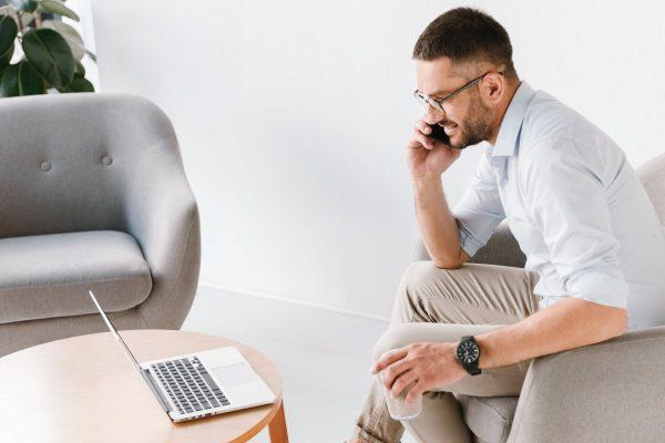 Nowoczesne fotele w przestrzeniach biurowych